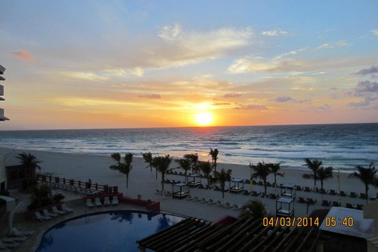 NYX Hotel Cancun: Sunrise in Cancun