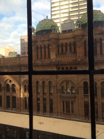 QT Sydney : Lovely view of the QVB from our room :)