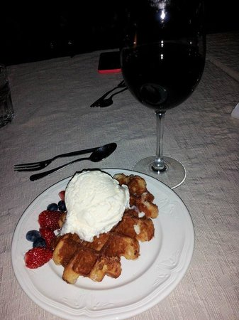 Rauda Husid: Delicious waffle dessert