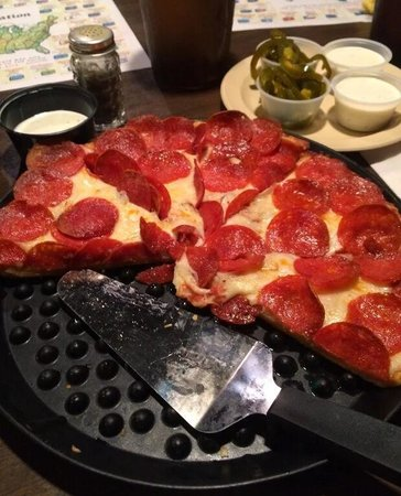 Poppa Rollo's Pizza: Medium pepperoni pizza with awesome pepperonis! They are crunchy!!