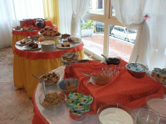 Hotel Stresa: Dolci,dolcetti e marmellate