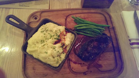 The Wine Kitchen : My steak, mashed potatoes and green beans.