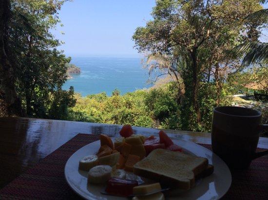 Mango Moon Villa: Frühstück mit Blick auf die Bucht