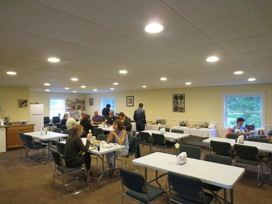 Flagship Inn: Breakfast room