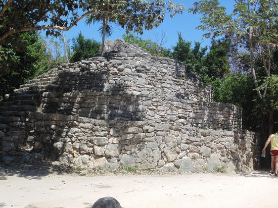 Delphinus Xcaret: ruinas