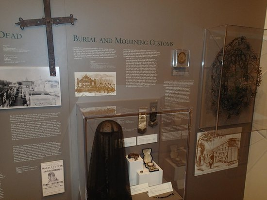 Friends of the Cabildo: Burial and Mourning Customs