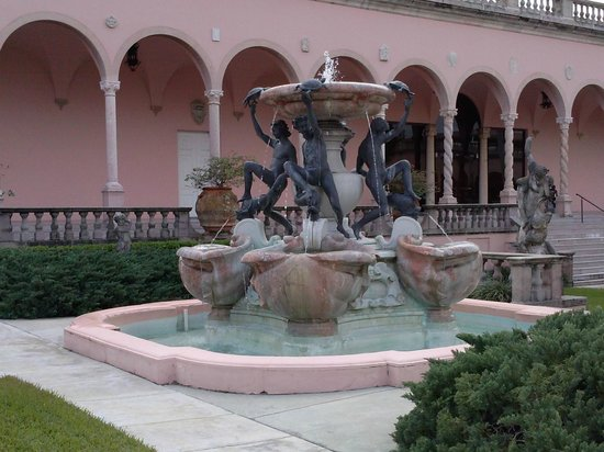The Ringling : Fountain