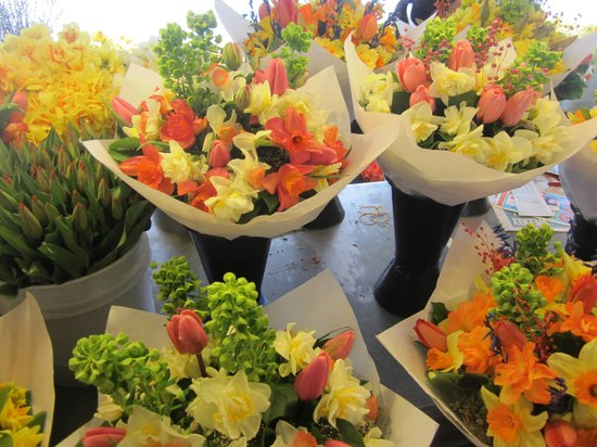 Pike Place Market : Magnificent flowers.  At only $15 a bunch