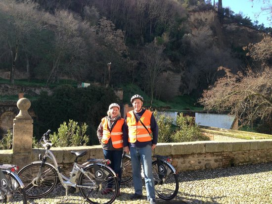 Play Granada: Health & Safety - jackets on, no chance of getting lost!