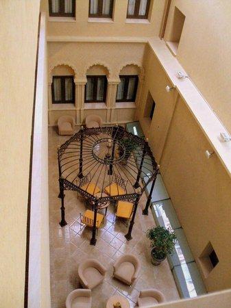 ILUNION Merida Palace : Uno de los patios interiores.