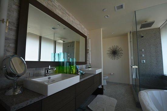 W Scottsdale: Master bath
