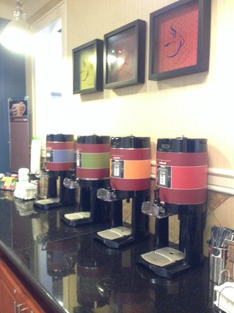 Hampton Inn & Suites Orlando Airport @ Gateway Village: Coffee Bar