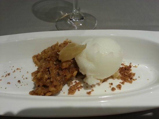 Restaurante El Cencerro : Suflé de avellanas y jengibre en texturas con helado de limon