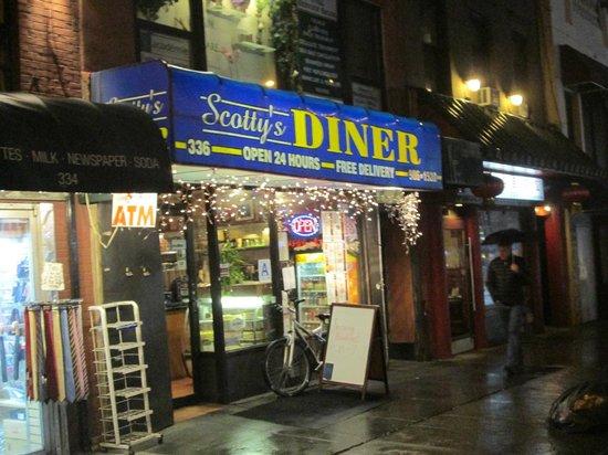 Scotty's Diner : Scotty's at night.