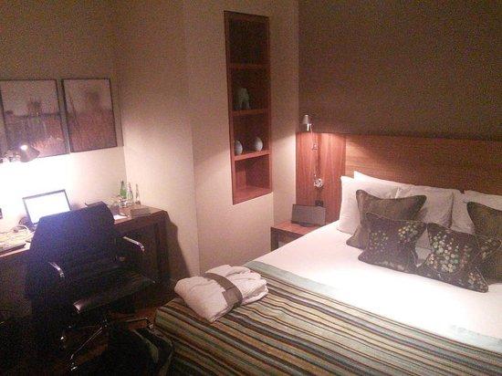 Apex London Wall Hotel: Room
