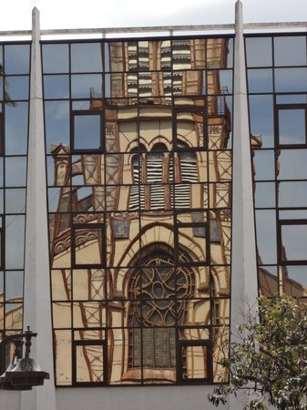 St. Louis Cathedral : Cathedral reflected in the building across the square