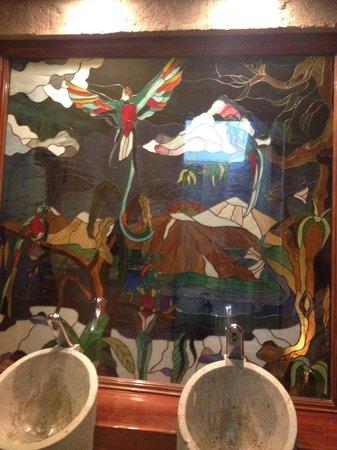 Cafe de Tacuba : El vitral que encuentras en el baño de mujeres....