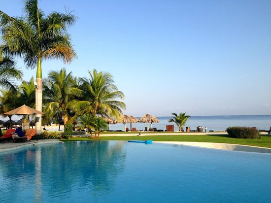 Secrets St. James Montego Bay : Amazing view from St. James Preferred Pool (heated side and cool side)