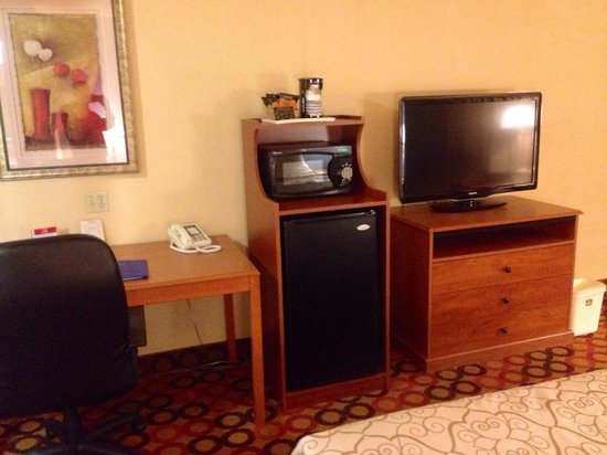 "Best Western Appleton Inn: Large TV (36"" ?) Large fridge. Microwave. Desk. Coffee maker."