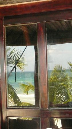 Azucar Hotel: Reflection from patio doors