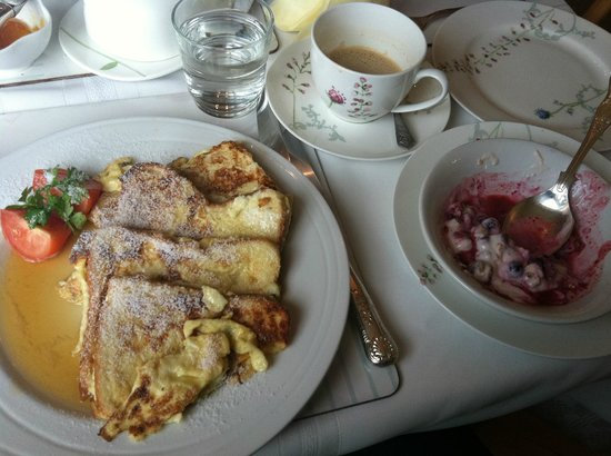 Adare Guesthouse: Amazing french toast and homemade granola with absolutely wonderful coffee!