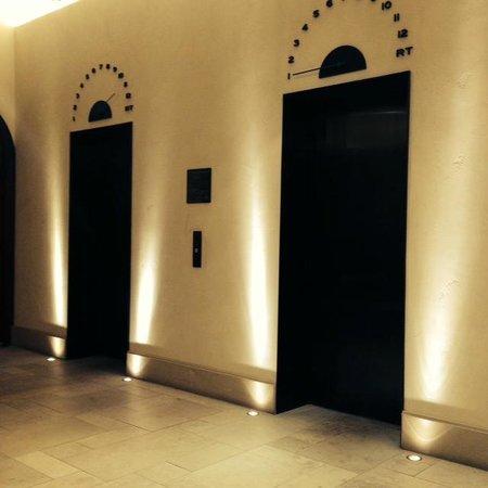 Refinery Hotel: elevators