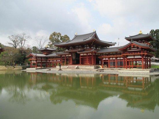 Byodoin Temple: 朱色が目にも鮮やかに復活