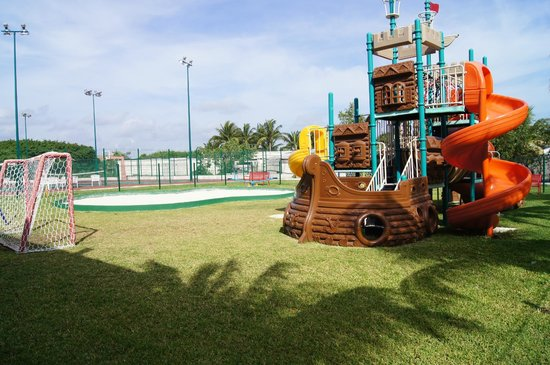 Moon Palace Cancun: Outdoor play area of Sunrise Playroom.