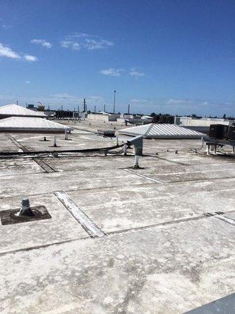 Key West Marriott Beachside Hotel : view from upper deck spiral stair
