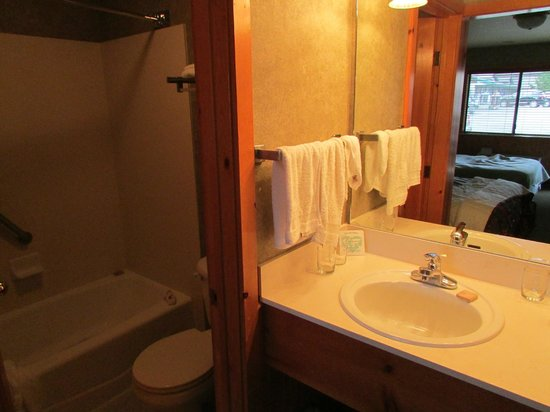 Poulsbo Inn: bathroom in #63-A
