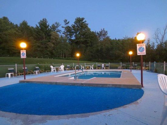 Exit 41 Travel Inn: Nice pool