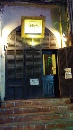 Huong Lai: entrance