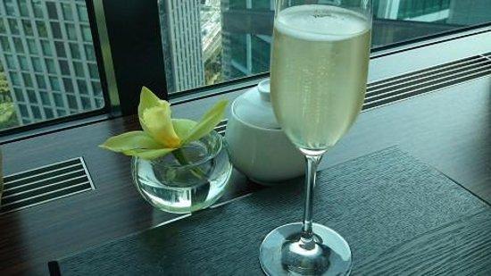 Conrad Tokyo: シャンパン