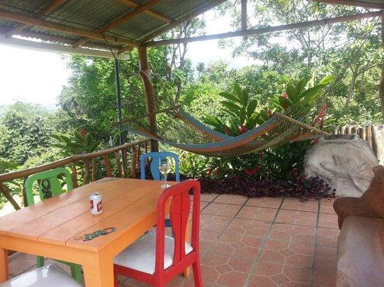 Encantada Guest House: hang out area with a great breeze