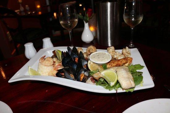 Elizans Wine and Mezze Bar: Hot Seafood Banquet Platter