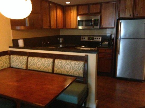 Aulani, a Disney Resort & Spa: kitchen - 1 bedroom Villa