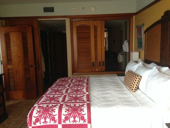 Aulani, a Disney Resort & Spa: king bed - 1 Bed room villa