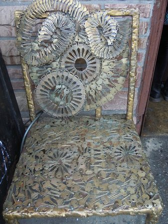 Manhattan Walking Tour: A locksmith's chair made out of keys