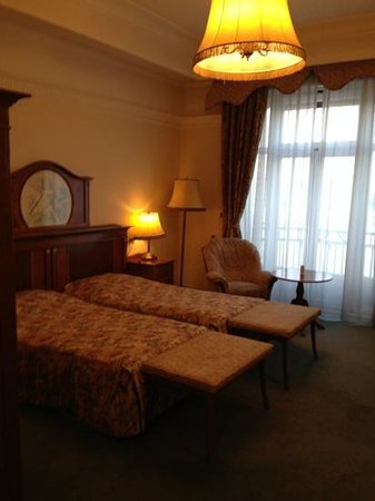 "Danubius Hotel Gellert: outdated, dirty furnishings room 317, ""superior room"""