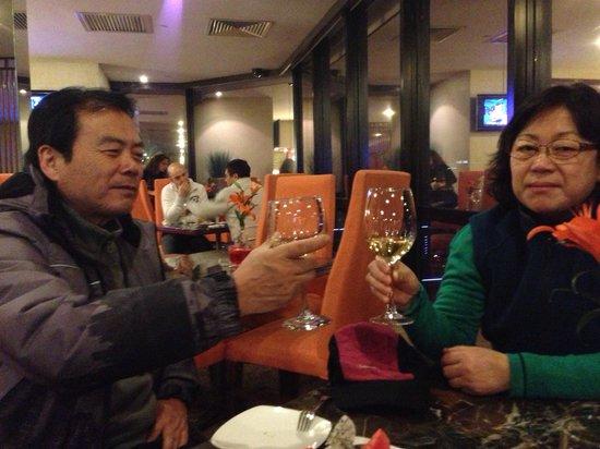 Novotel Beijing Peace: 프리미어 라운지에서 무료로 제공된 와인과 안주
