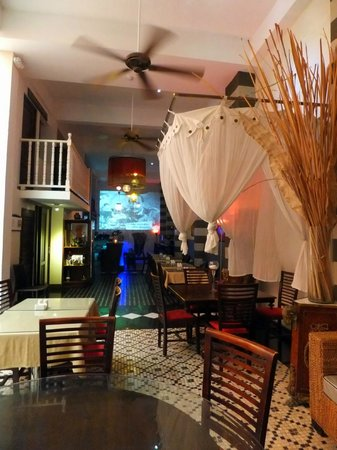 CasaBlanca Hotel: The lobby