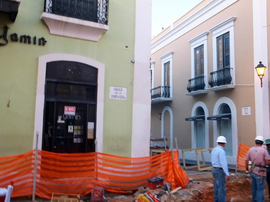 CasaBlanca Hotel: The construction