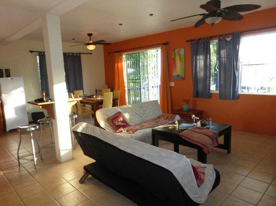 Tipple Tree Beya: Living room at Cocoplum