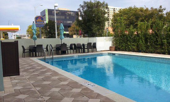 BEST WESTERN PREMIER Miami International Airport Hotel & Suites: Piscina um pouco gelada