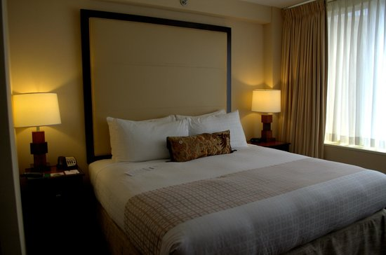 Beacon Hotel & Corporate Quarters: Comfy bed