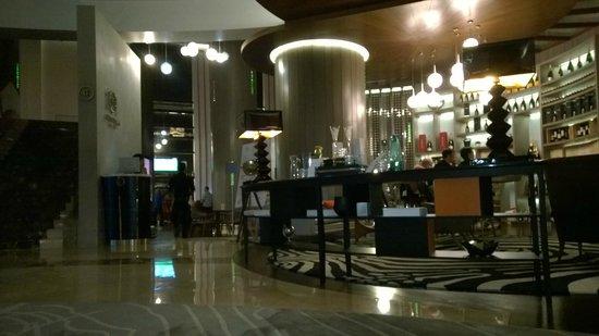 Le Meridien Kuala Lumpur : Wine Bar, Restaurant to Bar.