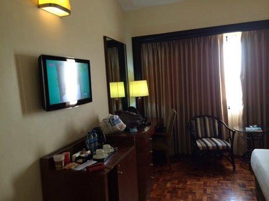 Taal Vista Hotel: mini bar