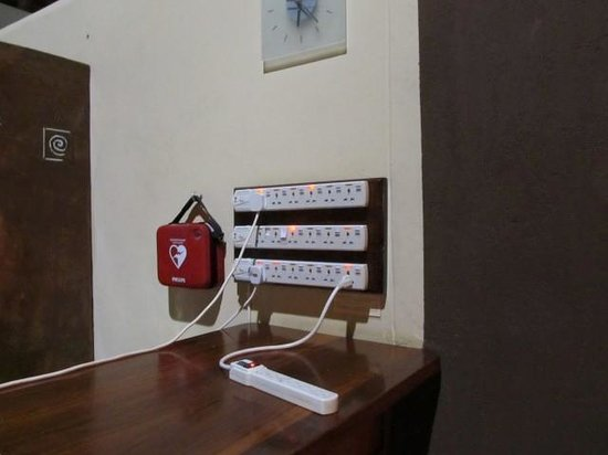 Tarangire Safari Lodge: Charging station at bar