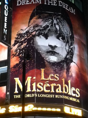 Les Miserables London: Outstanding cast & a must see in Queens theatre!