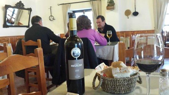 Jacaranda: sala vino,pan